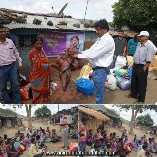AniruddhaFoundation-Distribution of clothes at Mulshi, Pune-6th June, 2017
